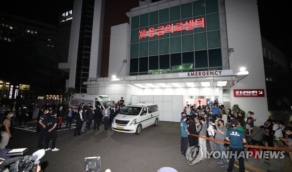 The ambulance that transported the body of Seoul Mayor Park Won-soon is parked at Seoul National University Hospital in Seoul on July 10, 2020. (Yonhap)