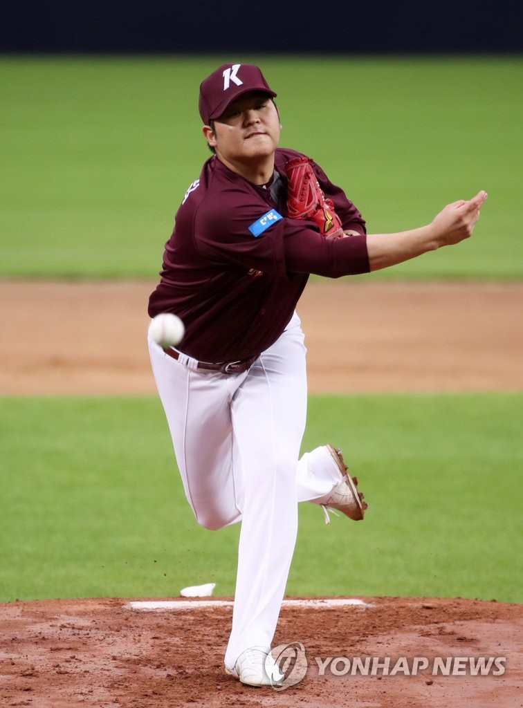 Han Hyun-hee of the Kiwoom Heroes pitches against the Kia Tigers in a Korea Baseball Organization regular season game at Gwangju-Kia Champions Field in Gwangju, 330 kilometers south of Seoul, on July 13, 2020. (Yonhap)