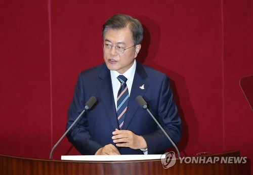 (LEAD) Moon vows full measures against housing price hikes, suggests expansion of supply