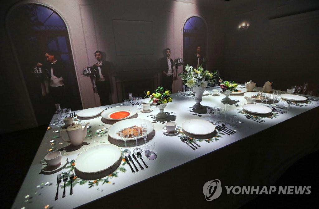 Western ceramic tableware used by the Joseon royal court are displayed at the National Palace Museum of Korea in Seoul on July 28, 2020, at the museum's exhibition on ceramics previously owned by the court. (Yonhap)