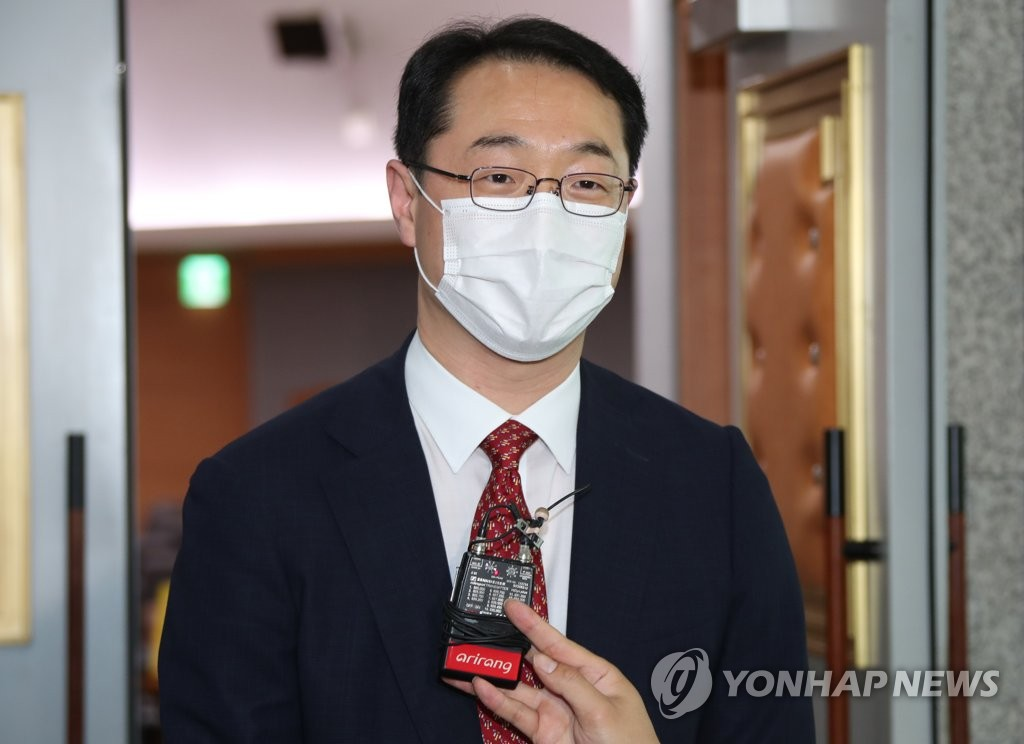 This file photo, taken July 28, 2020, shows Deputy Foreign Minister Kim Gunn speaking to the press after a diplomatic strategy meeting at the foreign ministry in Seoul. (Yonhap)
