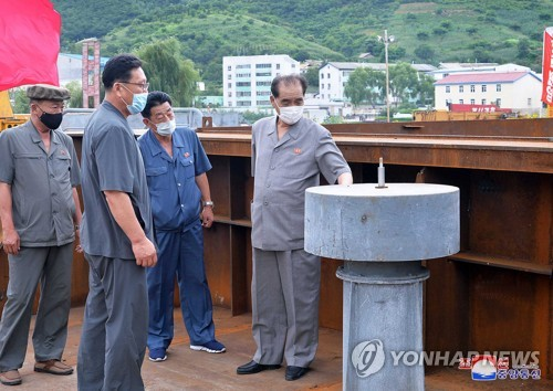 N.K. official inspects dockyard