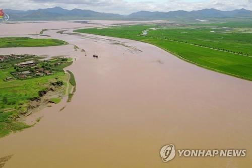 황해북도의 범람한 강과 하천들