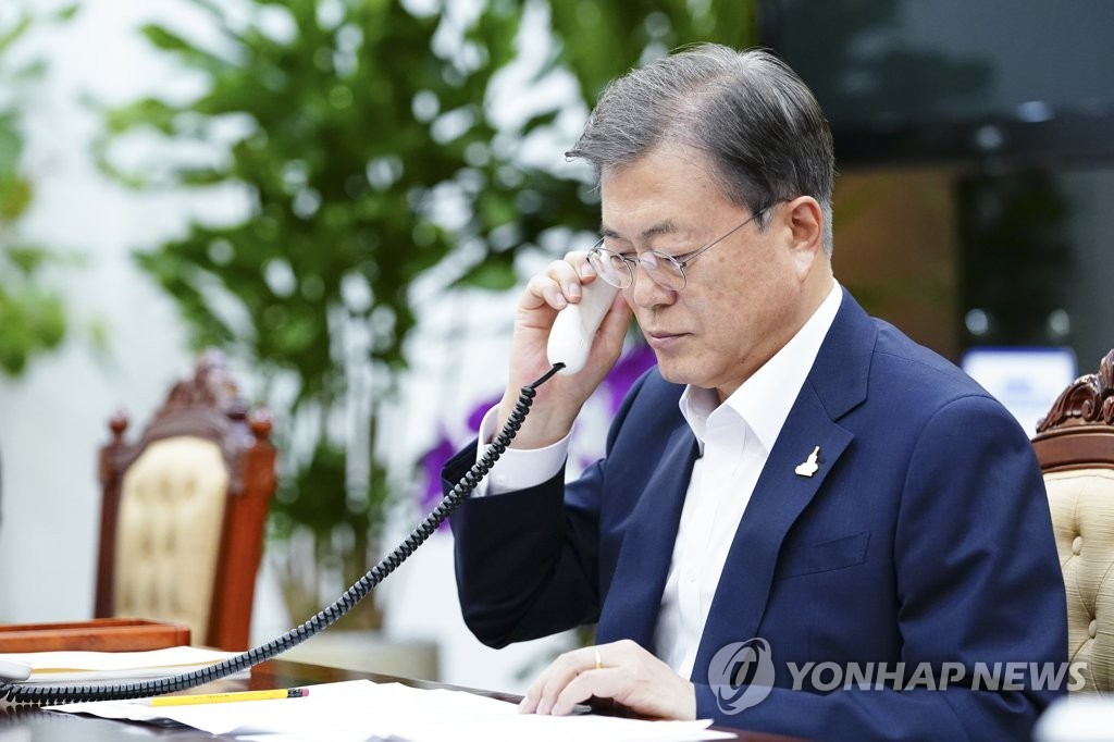 South Korean President Moon Jae-in holds phone talks with Australian Prime Minister Scott Morrison in Seoul on Aug. 14, 2020, in this photo provided by Cheong Wa Dae. (PHOTO NOT FOR SALE)