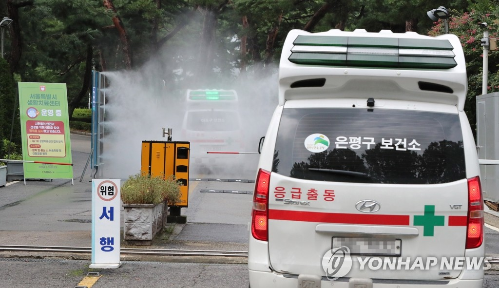Ambulances transporting COVID-19 patients arrive at a community treatment center in northern Seoul. (Yonhap)