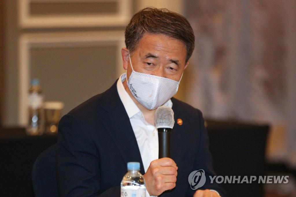발언하는 박능후 장관
