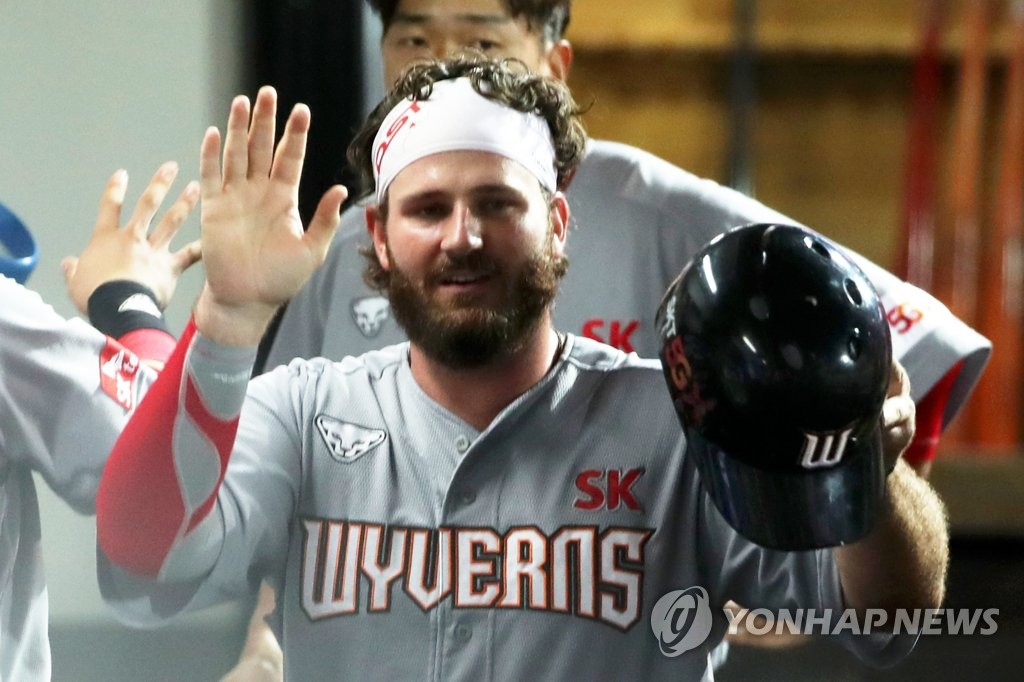 Tyler White of the SK Wyverns is congratulated by teammates in the dugout after scoring a run against the Kia Tigers in the top of the fourth inning of a Korea Baseball Organization regular season game at Gwangju-Kia Champions Field in Gwangju, 330 kilometers south of Seoul, on Sept. 16, 2020. (Yonhap)