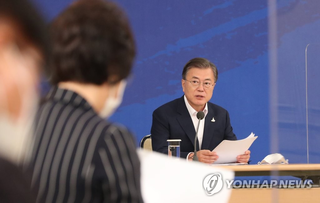 President Moon Jae-in speaks at a meeting on reforming South Korea's prosecution service, police and the National Intelligence Service at Cheong Wa Dae in Seoul on Sept. 21, 2020. (Yonhap)