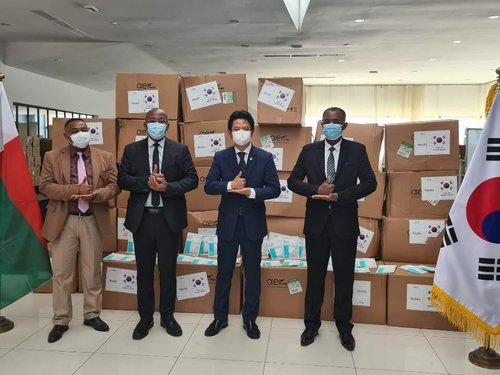 S. Korea donates 100,000 masks to Madagascar