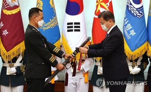 Moon attends ceremony for new Army chief