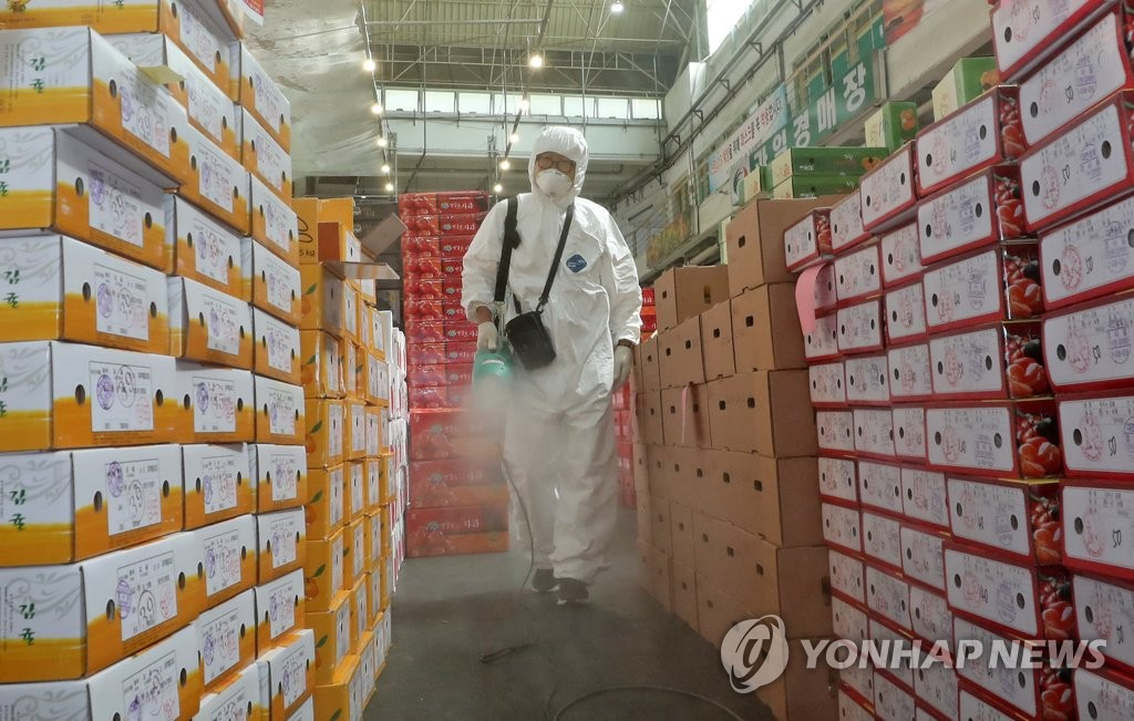 A health worker disinfects a fruit market in Daejeon on Sept. 24, 2020. (Yonhap)