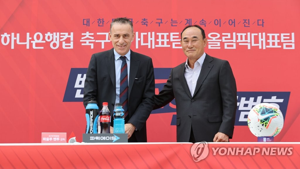 Paulo Bento (L), head coach of the South Korean men's senior national football team, and Kim Hak-bum, who coaches the men's under-23 national football team, pose for photos ahead of a press conference for their exhibition matches at Goyang Stadium in Goyang, Gyeonggi Province, on Sept. 28, 2020. (Yonhap)