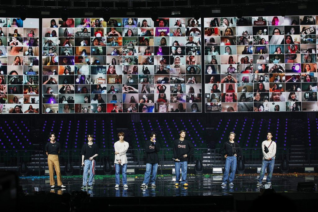"This photo, provided by Big Hit Entertainment, shows BTS holding its online concert ""BTS MAP OF THE SOUL ON:E"" on Oct. 11, 2020. The screen behind the band shows faces of fans watching from around the world. (PHOTO NOT FOR SALE) (Yonhap)"