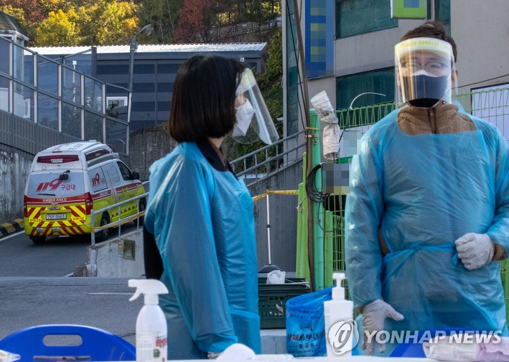 Medical workers converse at a senior care center in Namyangju, northeast of Seoul, on Oct. 23, 2020. (Yonhap)