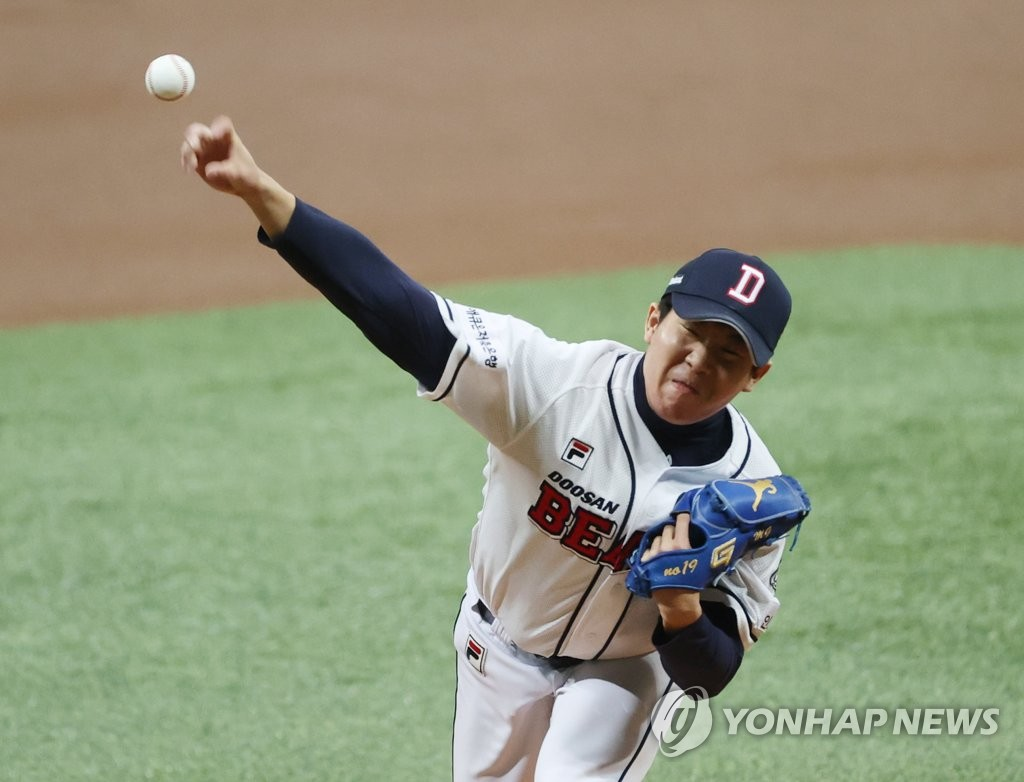 Kim Min-gyu of the Doosan Bears pitches against the NC Dinos in Game 4 of the Korean Series at Gocheok Sky Dome in Seoul on Nov. 21, 2020. (Yonhap)