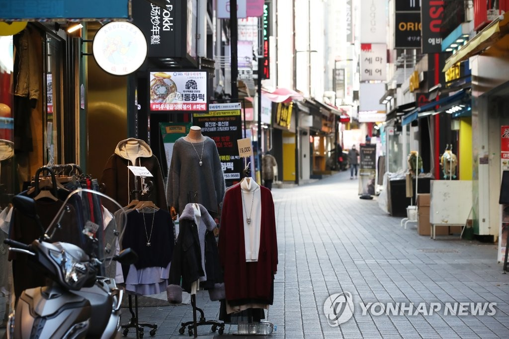This file photo, taken Dec. 30, 2020, shows a quiet street of Seoul's shopping district of Myeongdong in central Seoul amid an uptick in new coronavirus cases. (Yonhap)