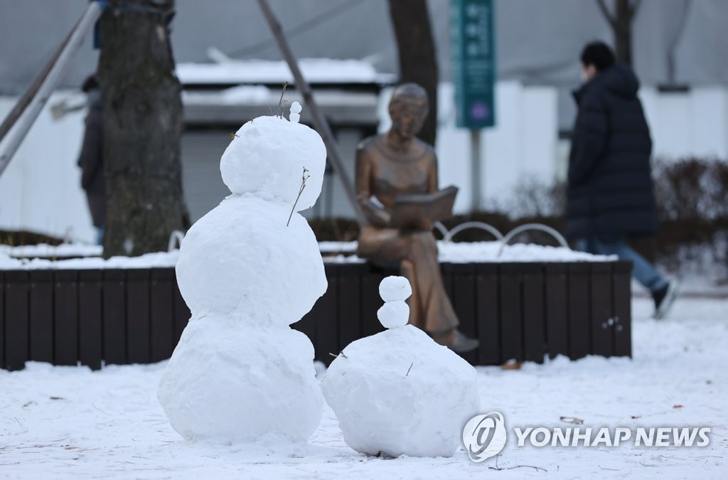 A snowman stands outside the Sejong Center for the Performing Arts in Seoul on Jan. 7, 2021. (Yonhap)