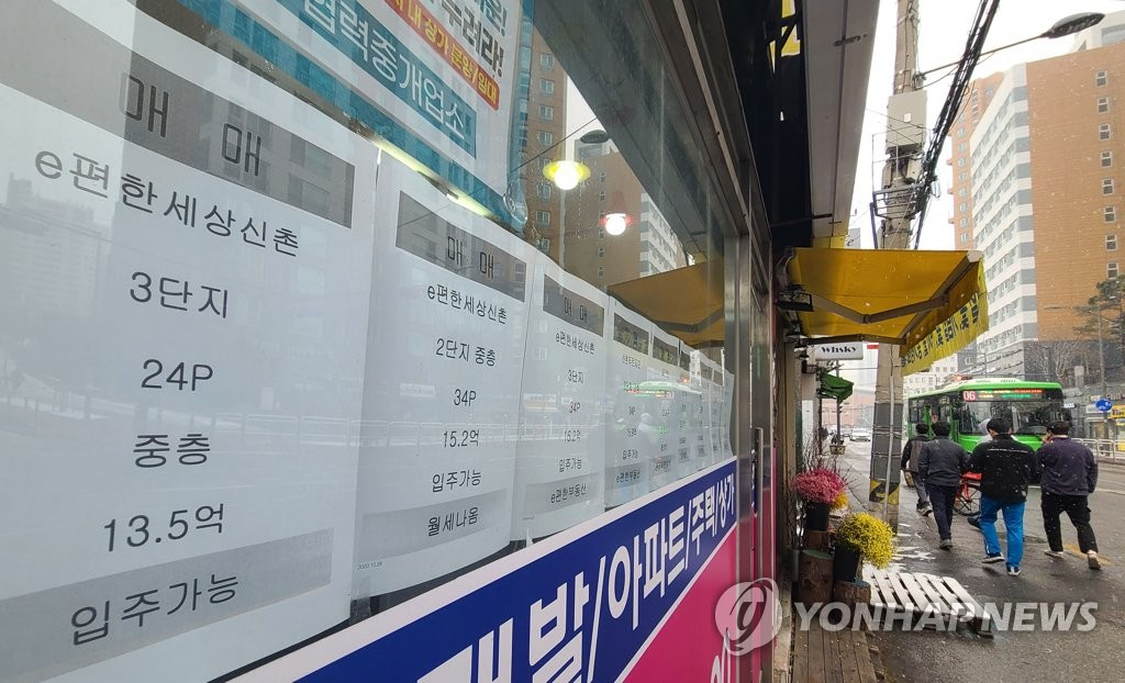 This photo, taken on Jan. 18, 2021, shows information of apartment sales put up at a realtor's office in Seoul. (Yonhap)