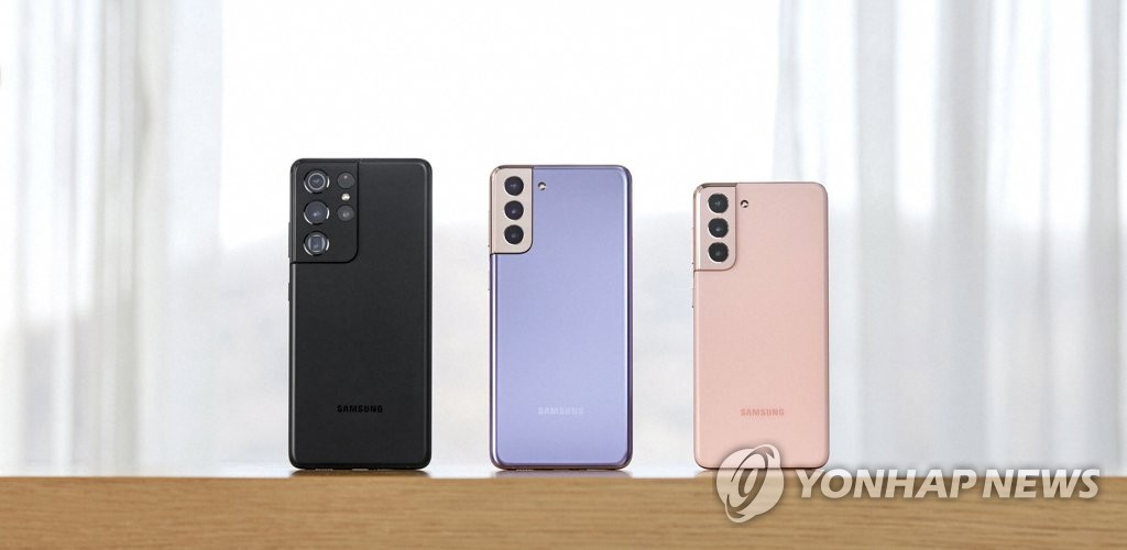 This photo provided by Samsung Electronics Co. on Feb. 10, 2021, shows the company's Galaxy S21 series smartphones. (PHOTO NOT FOR SALE) (Yonhap)