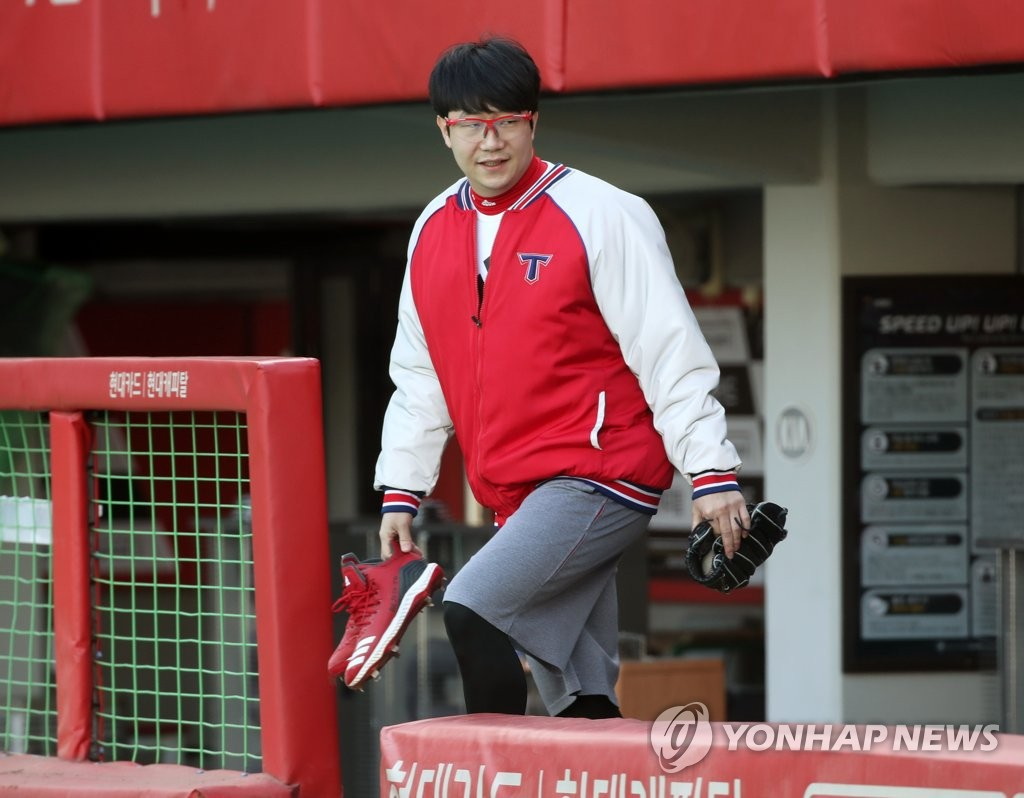 Yang Hyeong-jong of the Texas Rangers prepares to train at Gwangju-Kia Champions Field, home of his former South Korean club Kia Tigers, in Gwangju, 330 kilometers south of Seoul, on Feb. 15, 2021. (Yonhap)