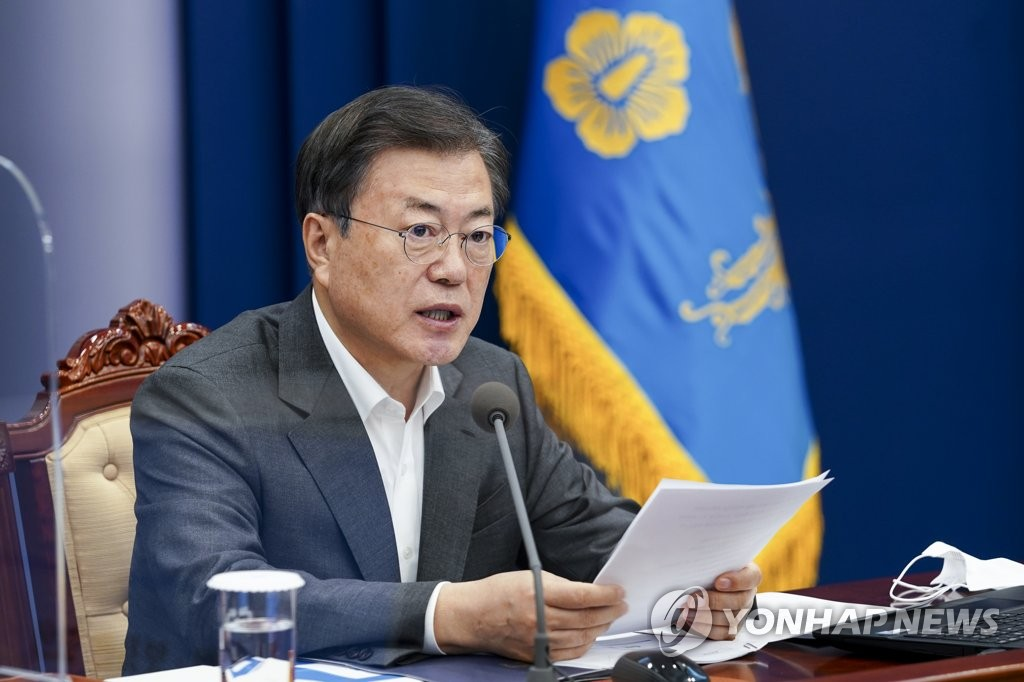 President Moon Jae-in speaks during a meeting with his top aides at Cheong Wa Dae in Seoul on Feb. 22, 2021. (Yonhap)