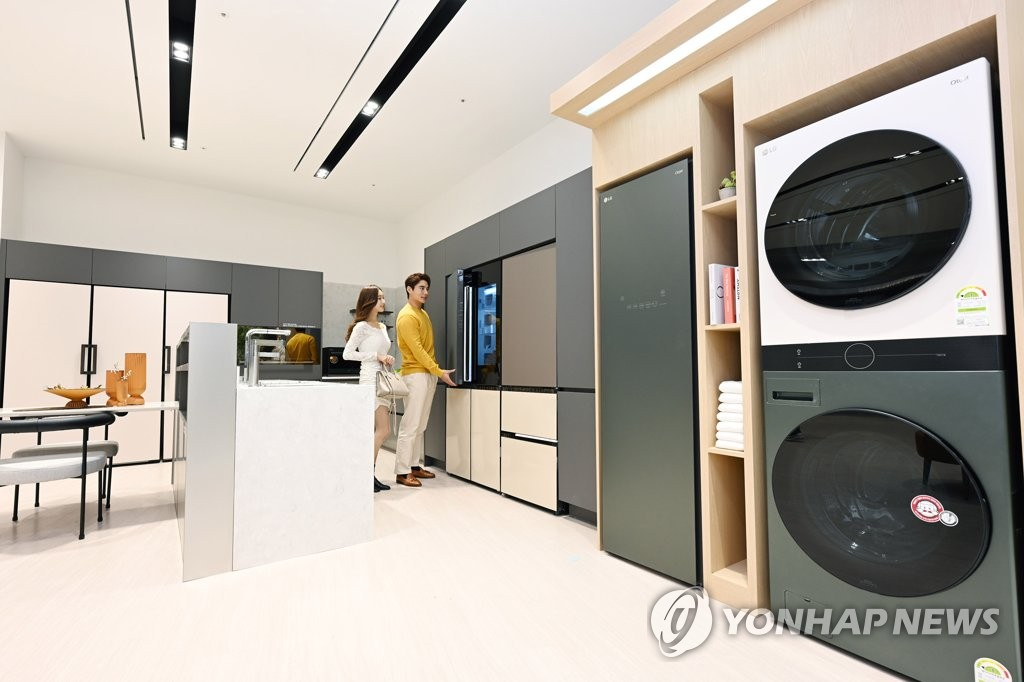 This photo provided by LG Electronics Inc. on Feb 24, 2021, shows the company's home appliances under the Objet Collection brand. (PHOTO NOT FOR SALE) (Yonhap)