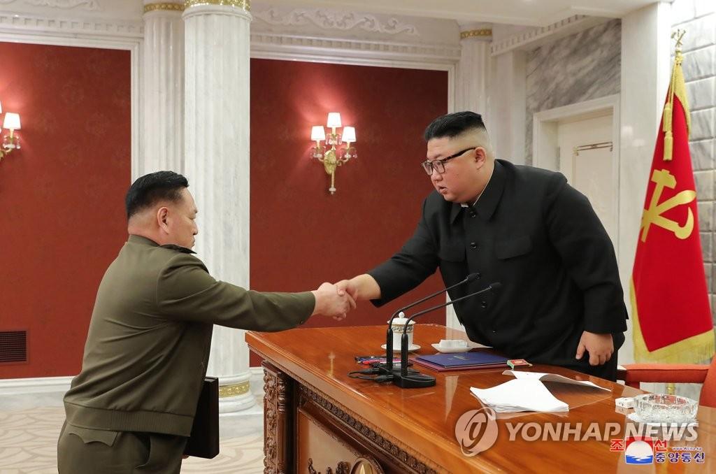 권영진 군 총정치국장, 차수 계급 달아