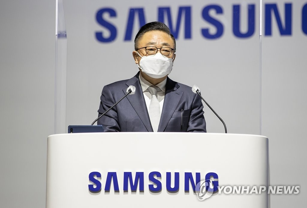 This photo provided by Samsung Electronics Co. on March 17, 2021, shows Koh Dong-jin, who heads Samsung's IT & Mobile Communications business division, speaking at the company's shareholder meeting in Suwon, 46 km south of Seoul. (PHOTO NOT FOR SALE) (Yonhap)