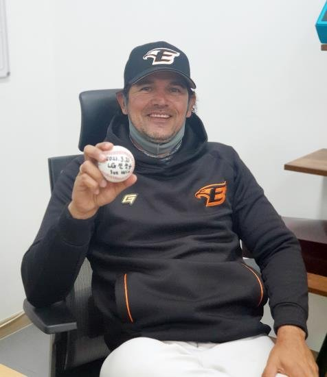 Hanwha Eagles' manager Carlos Subero holds up the game ball from his first Korea Baseball Organization preseason victory at Hanwha Life Eagles Park in Daejeon, 160 kilometers south of Seoul, on March 21, 2021, in this photo provided by the Eagles. (PHOTO NOT FOR SALE) (Yonhap)