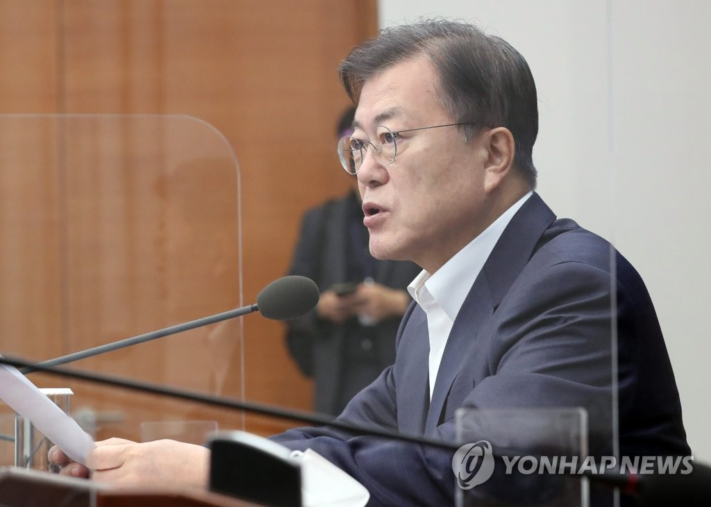 Moon calls LG-SK deal on EV battery trade fortunate, meaningful