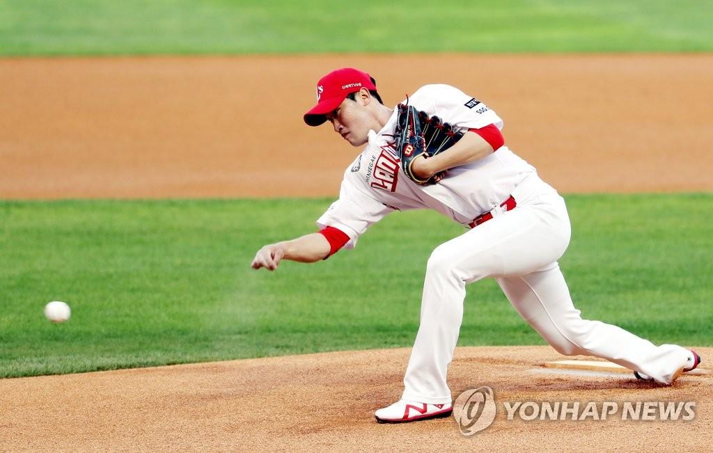 SSG 박종훈이 희망을 던졌다 … 소년 암 환자 지원 시즌 첫 우승