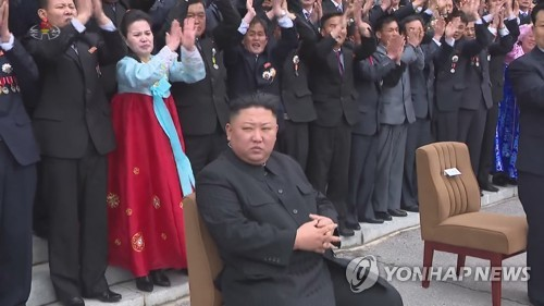 N.K. leader joins photo session with cell secretaries