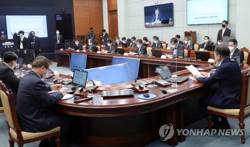 Moon holds virus meeting