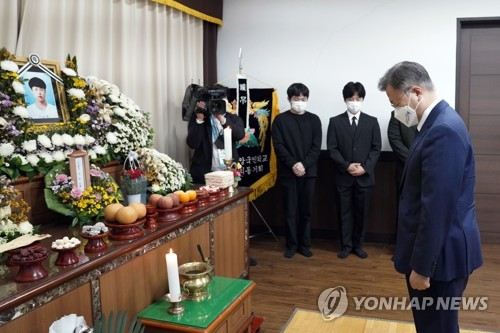 Moon pays tribute to deceased worker