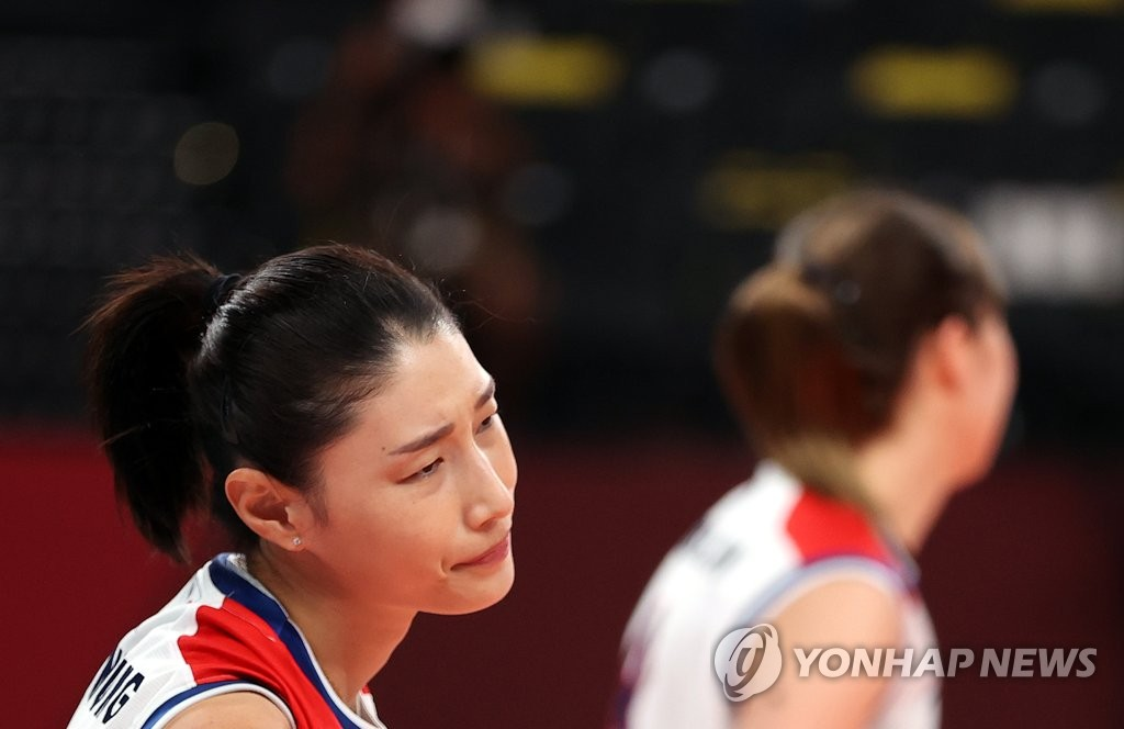 Kim Yeon-koung of South Korea reacts to a lost point against Brazil during the semifinals of the Tokyo Olympic women's volleyball tournament at Ariake Arena in Tokyo on Aug. 6, 2021. (Yonhap)
