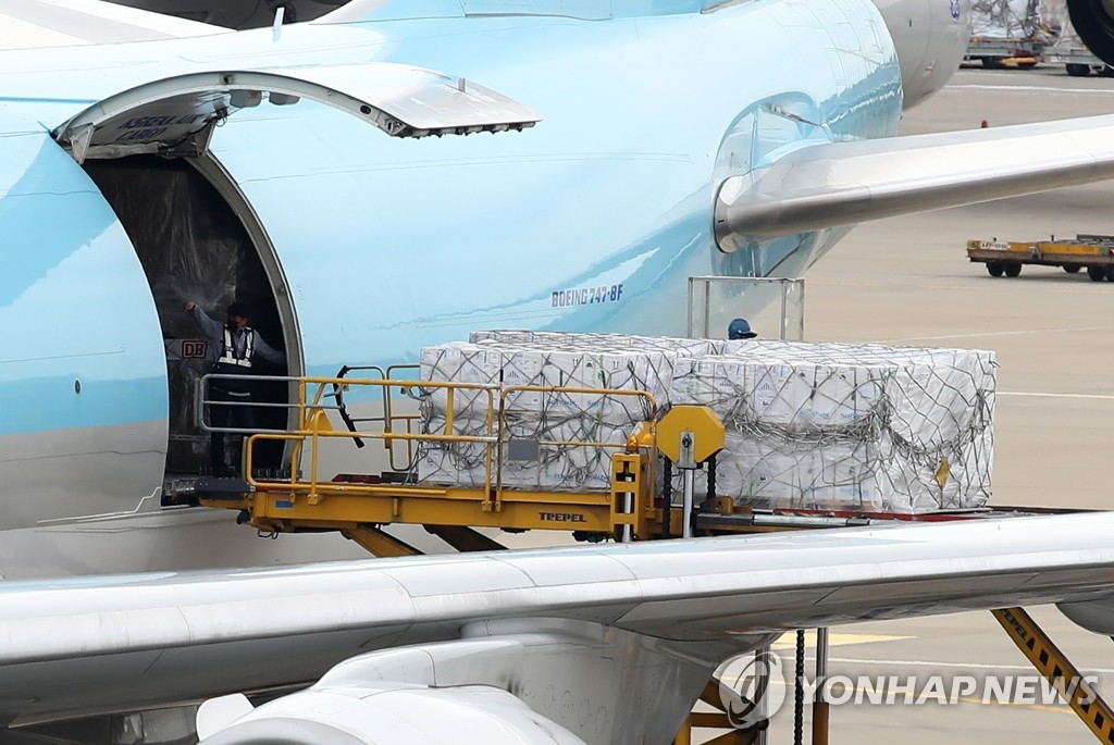Boxes of Pfizer's COVID-19 vaccines are unloaded from an aircraft at the cargo terminal of Incheon International Airport, west of Seoul, on Sept. 1, 2021. (Yonhap)