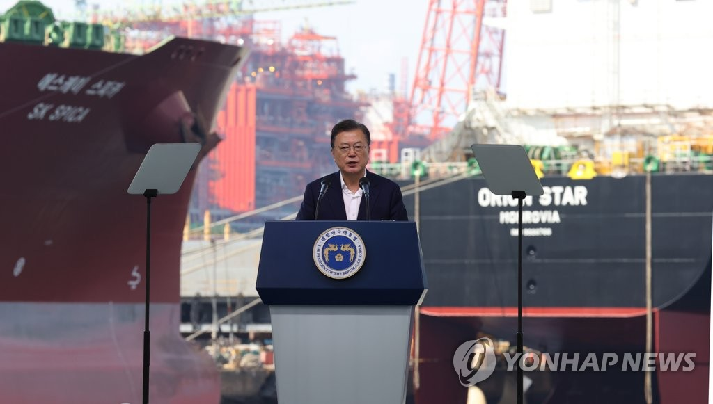 President Moon Jae-in delivers a speech on South Korea's vision for the shipbuilding industry during an event held at the shipyard of Samsung Heavy Industries on Geoje Island, South Gyeongsang Province, on Sept. 9, 2021. (Yonhap)