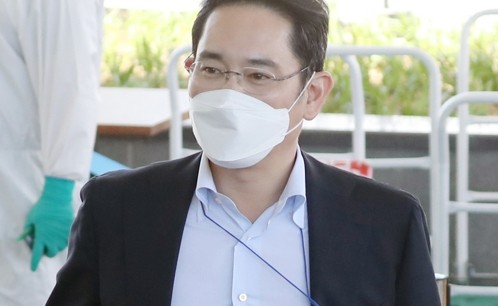 Prosecutors seek arrest warrant for Samsung's Lee over 2015 merger of key affiliates